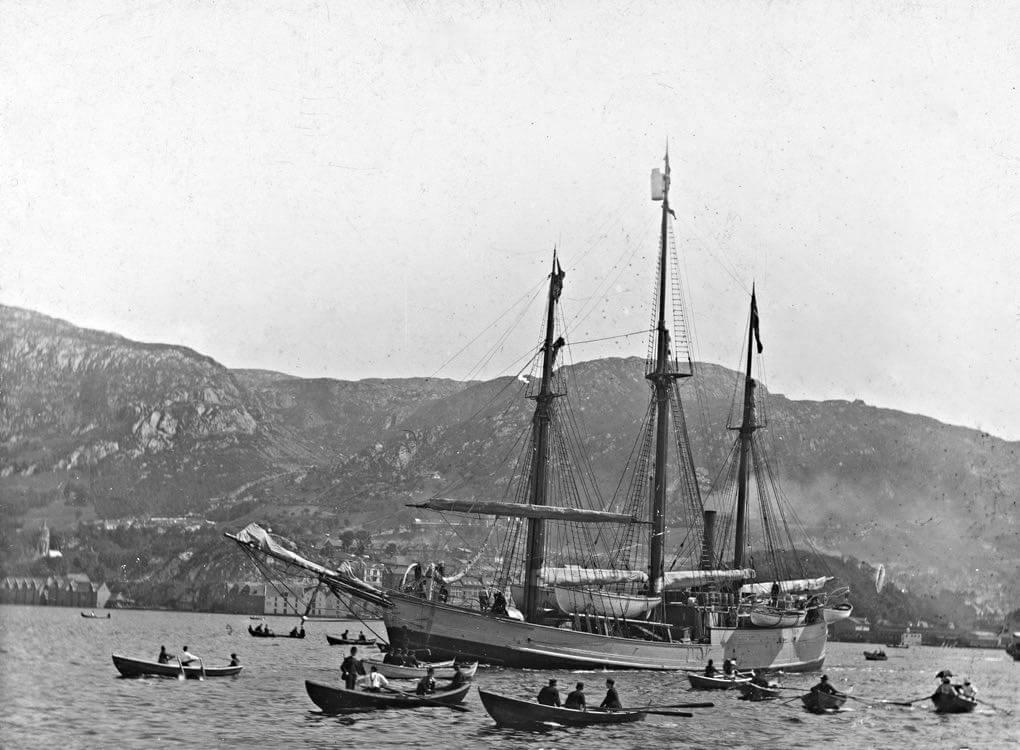 Le Fram quitte la rade de Bergen