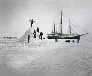 Les observations magnétiques sont faites dans une hutte de neige.