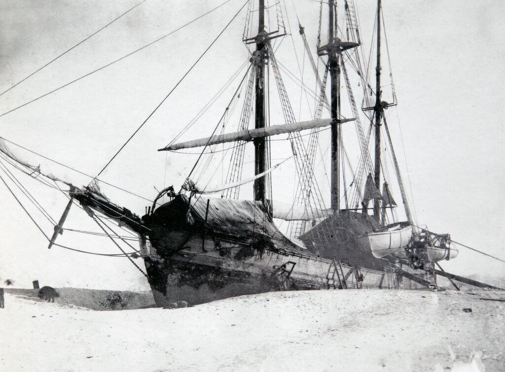 Le Fram pris dans les glaces en octobre 1893
