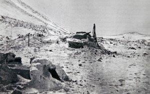 La hutte en pierres de 3x2m dans laquelle Nansen et Johansen vont passer 8 mois de septembre 1895 à mai 1896
