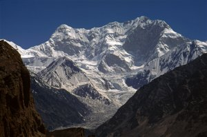 Le Distaghil Sar (7885m) vu de la montée à Shimshal. 16 juillet 1995.