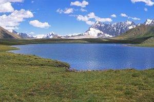 Le lac du Shimshal Pass à plus de 4800m. 21 Juillet 1995.