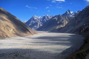 La vallée de la rivière Braldu à Chikar, vue vers l'amont - 24 juillet 1995.