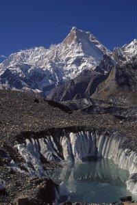 Le Masherbrum (K1, 7821m) vu du glacier de Baltoro vers Goré. 10 août 1995.