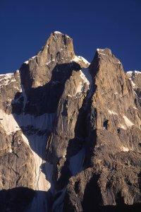Rive gauche du glacier de Baltoro, face au camp de Goré. 10 août 1995.