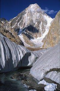 Le Gasherbrum 4 (7980m) vu du Baltoro vers Concordia. 11 août 1995.