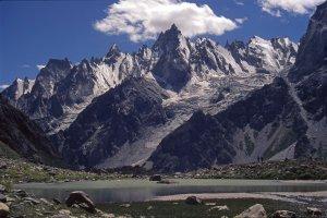 La vallée de Gondokhoro en rive gauche, face au camp de Dalsan (4000m). 16 août 1995.