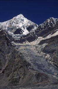 Le Mitre Peak (5940m) vu du glacier de Masherbrum. 24 août 1995.
