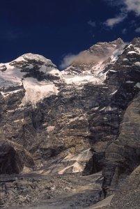 A gauche, le Mandu Peak (7127m) et la face sud du Masherbrum (7821m) à droite. 24 août 1995.