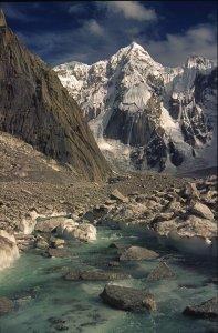 La haute vallée de Charakusa et le Link Sar (7041m). 20 août 1995.