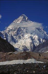 Le K2 (8610m) vu du glacier de Baltoro vers Concordia. 12 août 1995.