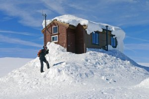 Le refuge de Jokulhytta perché près du sommet de la calotte glaciaire du Hardangerjokulen - 20 avril 2015