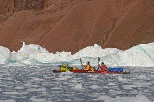 Kayak dans le brash entre le glacier Hubbard et le fjord Bowdoin - 22 août 2017