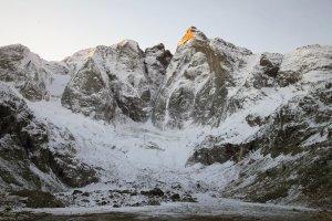 Premières neiges et lever de soleil sur la face nord du Vignemale - 23 novembre 2012.