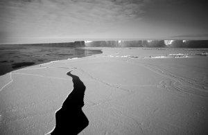 La Grande Barrière de Ross à l'entrée de la baie des Baleines.