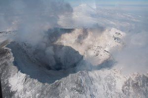 Le cratère de l'Erebus culmine à 3800m d'altitude et domine la baie de McMurdo. Il a été gravi par 6 membres de l'expédition Shackleton conduits par le géologue Edgeworth David le 10 mars 1908.