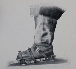 Les bottes et le système de fixations des skis norvégiens.