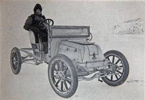 Bernard Day au volant de l'automobile sur la glace de mer.