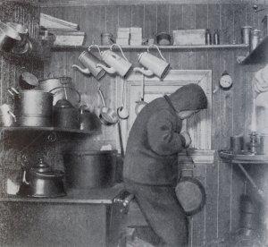 Erik Lindstöm dans la cuisine de Framheim.