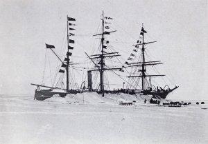 La Discovery pavoisée pour fêter le retour de l'expédition du sud - 3 Février 1903.