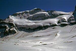 Au cours de l'étape T 28, la face nord du Mont-Perdu. Photo du 2 Mai 1975. En 2018, le glacier avait disparu !