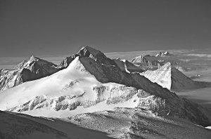 Les Montagnes Transantarctiques. Ici, la chaîne de la Sentinelle.