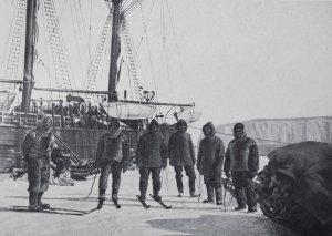 Le déchargement du matériel à la baie des Baleines - Février 1911.